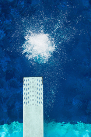 springboard: salpicaduras de agua trampolín y fotografiado desde arriba