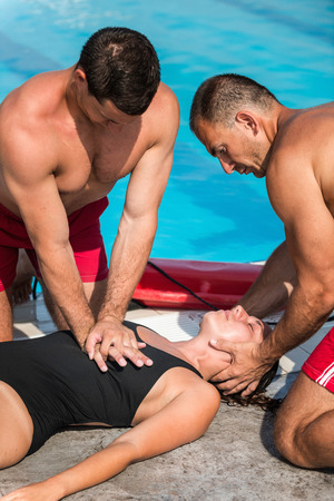 recovery position: Lifeguards in CPR training