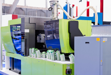 moulding: Industrial plastic injection moulding machine