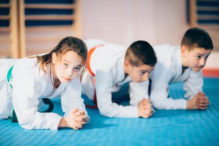 武道で子供トレーニング