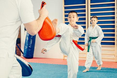 子供のためのテコンドーの訓練