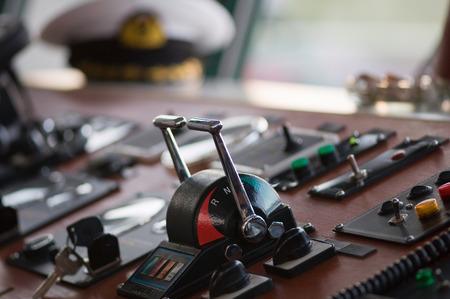 palanca: la palanca de empuje, Detalle de la cabina de un barco, el enfoque selectivo Foto de archivo
