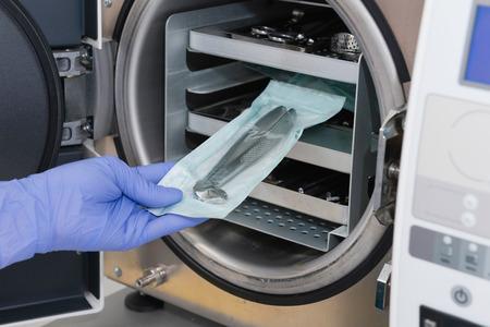 オートクレーブで滅菌医療機器
