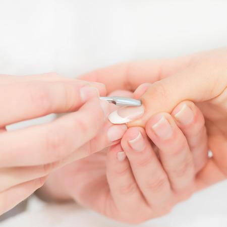 empujando: Procedimiento de la manicura, cutícula empujando