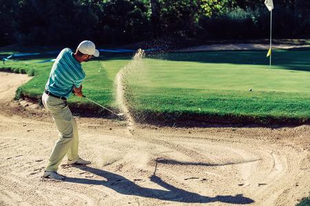 サンド トラップでゴルファー