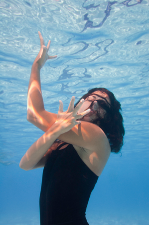 danza moderna: Submarino moderna perfomance de la danza Foto de archivo