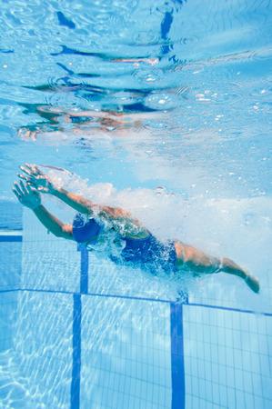 Female swimmer starts the lap