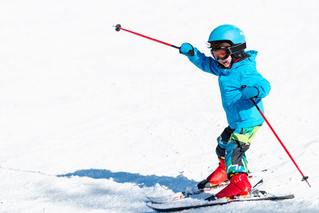 Little child skiing 스톡 콘텐츠