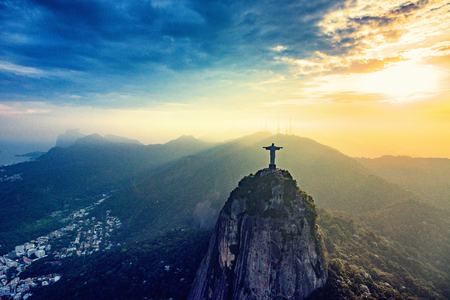 Corcovado mountain in Rio De Janeiro. Statue of Christ overlooking the city at sunset 스톡 콘텐츠