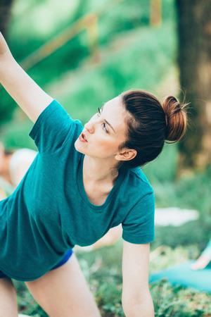 buena postura: Yoga en la naturaleza