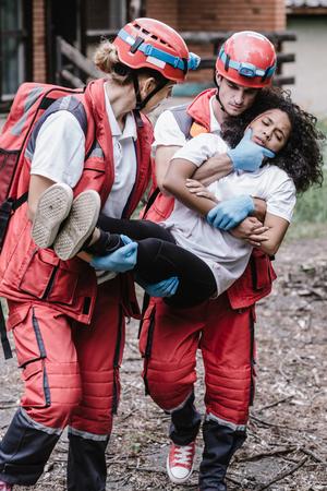 Victim evacuation, rescuers in action Stockfoto