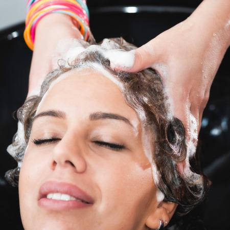 shampooing: Shampooing hair in hair salon