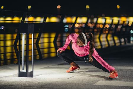 Tarda streching notte dopo il jogging