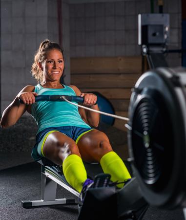 ローイング マシン運動女性運動選手 写真素材