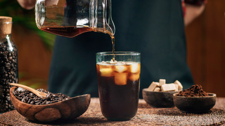 Pouring cold brew iced coffee in glass cup with ice cubes 스톡 콘텐츠 - 117747785