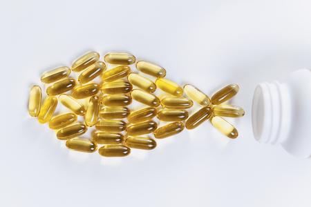 Nahrungsergänzungsmittel mit Omega-3. Softgel-Ergänzungskapseln, Fischform Standard-Bild