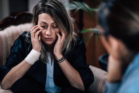 Depressed Woman in Session with Psychotherapist, Mental Health Concept Foto de archivo