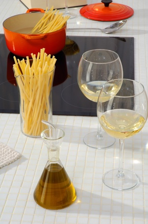 spaghetti with oil and white wine  photo