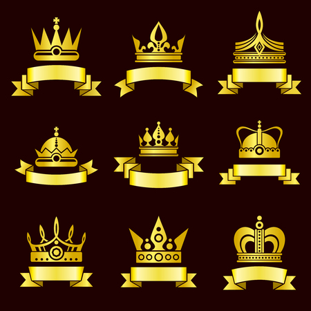 corone d'oro e vector set banner nastro. Corona Reale con il nastro, lusso corona medievale e la corona classica illustrazione d'oro