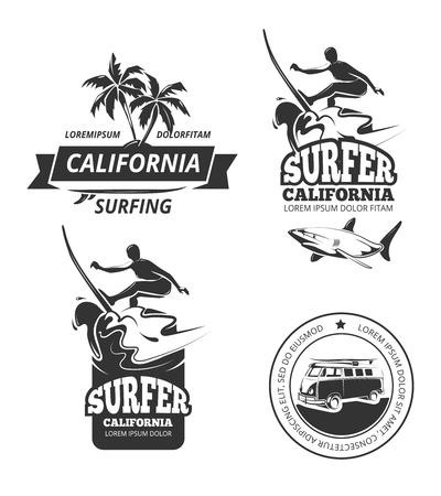 サーフィンのロゴを設定します。サーフィン ラベルやヤシの木がサーフィンのスポーツのバッジをベクトルと  イラスト・ベクター素材