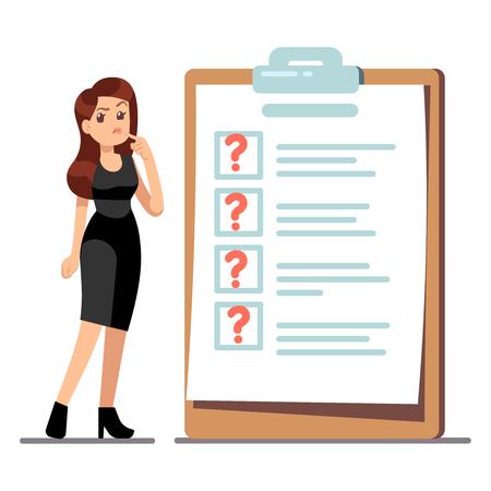 Cartoon giovane donna in piedi pensando alla gestione del tempo. La donna di affari ha problemi con lei per fare la lista. Illustrazione di problemi di pensiero, lista di controllo con punti interrogativi Vettoriali