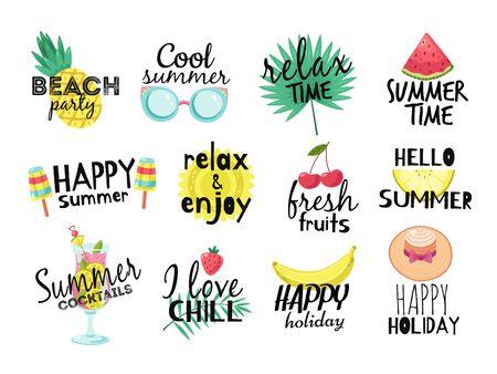 Sommeretiketten. Strandurlaub, Sommerreisegrafik mit Schriftzug. Cocktail, Sonne und frisches Obst, Eiscreme-Abzeichen-Vektorsatz. Illustration Paradies Party Label, Wassermelone und tropische Früchte Vektorgrafik