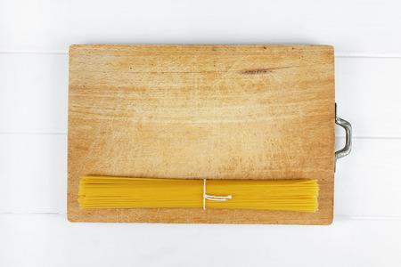 fagot: Włoskie jedzenie makaronu spaghetti na drewnianym stole Zdjęcie Seryjne