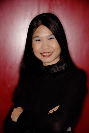 southeast asian ethnicity: Woman with arms crossed, looking at camera. LANG_EVOIMAGES
