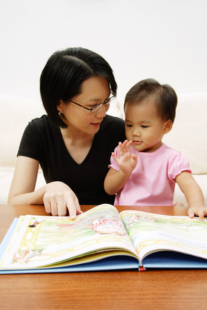 storybook: Mother with daughter, reading storybook LANG_EVOIMAGES