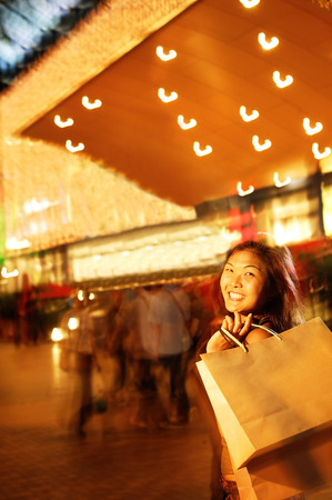 shoulder carrying: Young woman, carrying shopping bag over shoulder