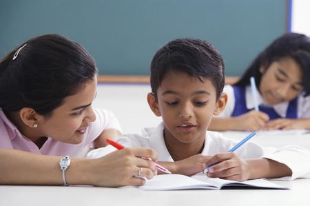 teacher helps student with schoolwork Reklamní fotografie