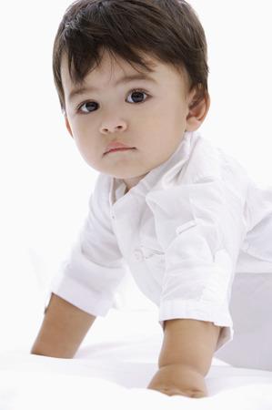 baby boy crawling LANG_EVOIMAGES