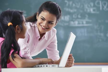 teacher and girl at laptop (horizontal) Banque d'images