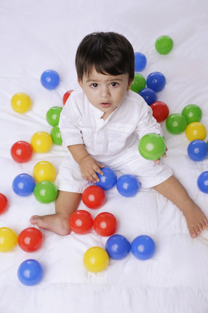 baby boy playing with balls LANG_EVOIMAGES