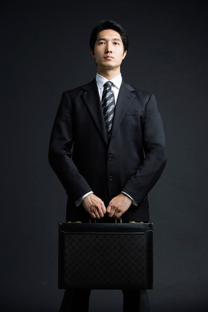 carrying: Businessman carrying briefcase LANG_EVOIMAGES