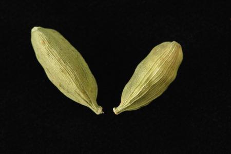 緑のカルダモンの種子のクローズ アップ 写真素材