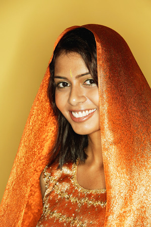 kameez: Woman in Indian clothing, smiling, head shot LANG_EVOIMAGES