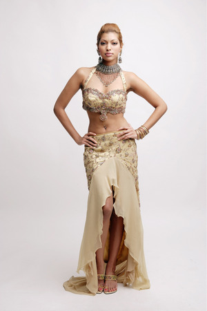 Young woman in Indian costume, hands on hips LANG_EVOIMAGES