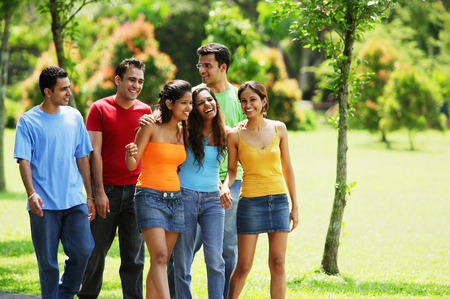 adults: Young adults, walking in park LANG_EVOIMAGES