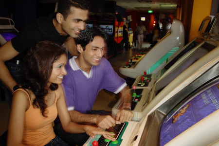 adults: Young adults in video arcade LANG_EVOIMAGES