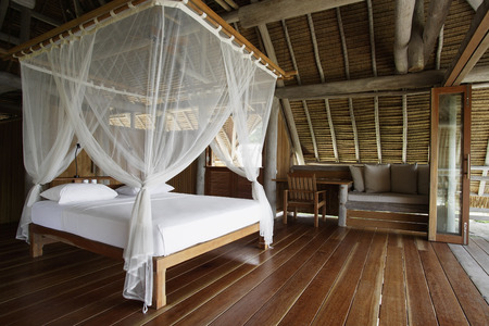 four poster bed: bed with net curtain
