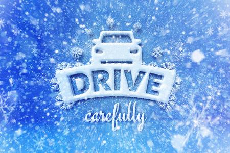 Aandrijving zorgvuldig met autosymbool, sneeuw automobiel grafische achtergrond, drijf de winterachtergrond Stockfoto - 69322543
