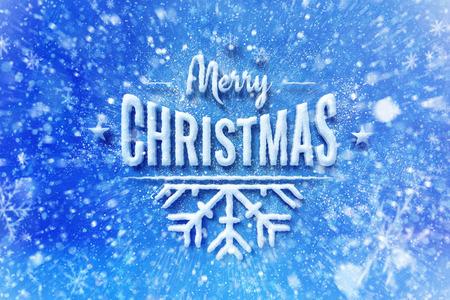 Vrolijk kerstfeest sneeuw belettering ontwerp, kerst wens kaart met typografie samenstelling, kerstkaart met sneeuw effect en decoratie Stockfoto