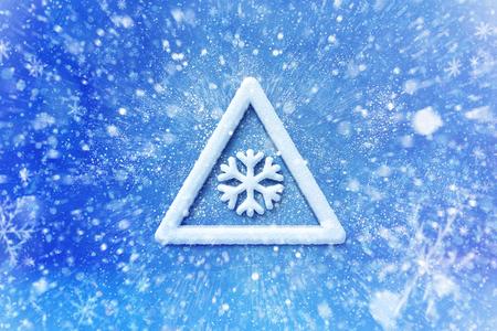 Winter sneeuw waarschuwingssymbool, sneeuw auto grafische achtergrond, rijden winter achtergrond