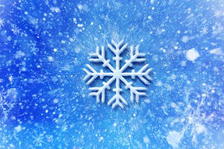 Vlok van de sneeuw met sneeuw effect, kerstwens kaart met typografie samenstelling, Kerstkaart met sneeuw effect en decoratie