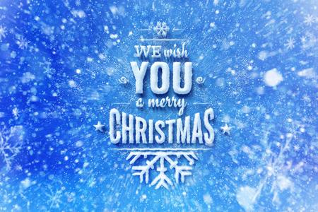 We wensen je een vrolijk kerstbelettering met sneeuweffect, kerstwenskaart met typografiesamenstelling, kerstkaart met sneeuweffect en decoratie Stockfoto