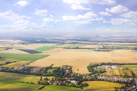 Luchtmening van gebied van vliegtuig, Slowaakse gebieden dichtbij Nitra, platteland van vliegtuig