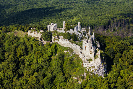 Gymes, slowakije mediaval kasteel, ruïnes van Gymes-kasteel dichtbij Nitra Stockfoto - 71829160