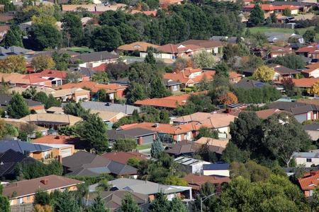 Vorstadthäuser von hohen Aussichtspunkt gesehen Standard-Bild
