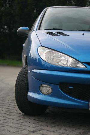 the car window: front of the car, peugeot 206 lights